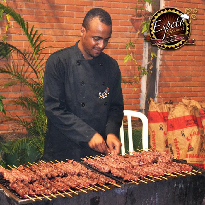 O churrasco sem dúvida nenhuma é a paixão nacional dos brasileiros, temos em nossa cultura que qualquer tipo de comemoração, seja um bom motivo para um churrasco. Mas por ele…