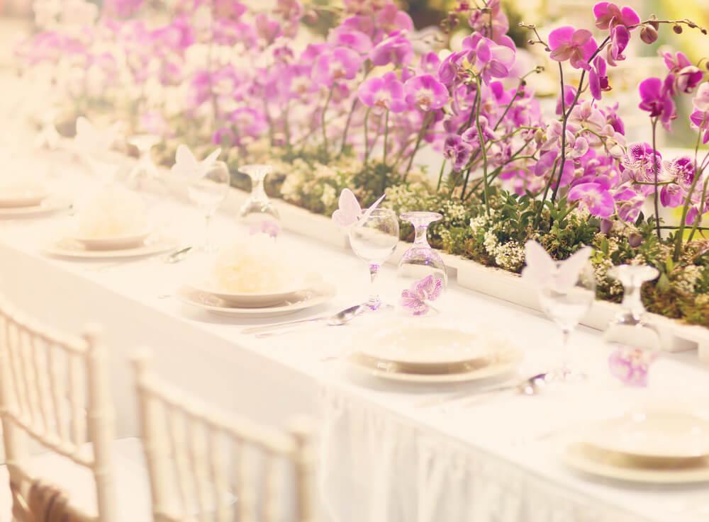 Casamento já foi sinônimo de evento formal, com direito à roupas e decoração padronizadas. O mesmo valia para as festas pós-cerimônia, quetambém seguiam um determinado padrão.  No entanto, isso mudou muito…