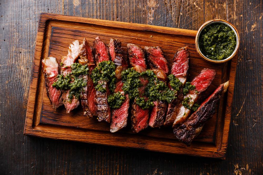 Um bom churrasco não tem segredo: um grupo de amigos, suculentos cortes de carne, temperados com sal grosso, no fogo bem preparado, e deliciosos acompanhamentos.Se isso já é fantástico, que…